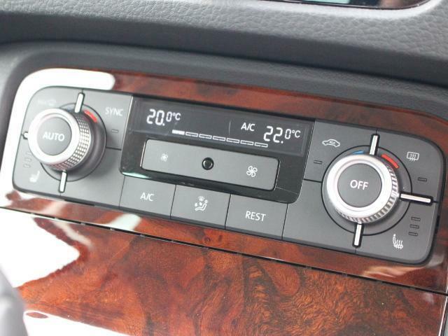 スイッチ類はシンプルに、操作しやすいように配置されています。