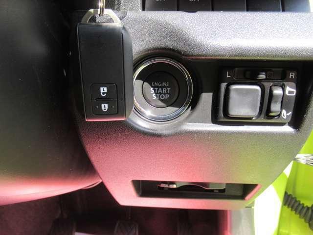 プッシュスタートでエンジン始動。バックやポケットに鍵をいてたまま使用出来ます!