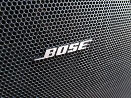 ■ 装備4 ■ BOSEサウンドシステム:パワフルなスピーカーで音楽を楽しめます! 迫力の重低音と、360°に拡がる臨場感のあるサウンド!!