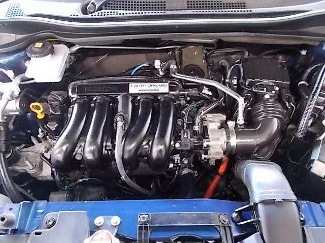 1,500ccのエンジンとハイブリッドモーターで走行します