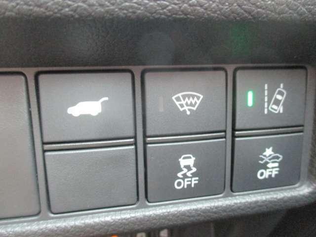 操作ボタンも多彩!使い易い位置にあるから安心!いいですね!