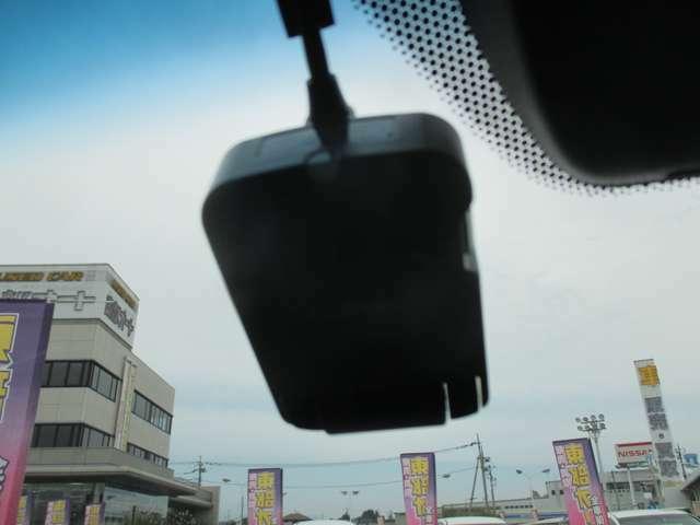 ドライブレコーダーも付いてます!!ラッキーですね☆