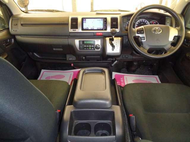 HDDナビ・フルセグTV・ステアリングスイッチ・バックカメラ・ビルトインETC・AC100V!スマートキー&プッシュスタート・リアシートベルト!クリーニング済みの綺麗な運転席!