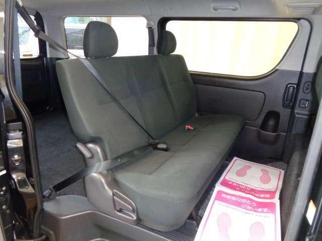 スーパーGLなら後席も快適!便利な両側パワースライドドア!専用リクライニングシート・Wエアコン!リアシートベルト標準装備で同乗者も安心です!後席モニター取り付けも格安にて承ります!