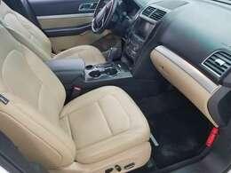 横幅2メートルのエクスプローラーならではゆとりの室内空間。快適にドライブを楽しめます!
