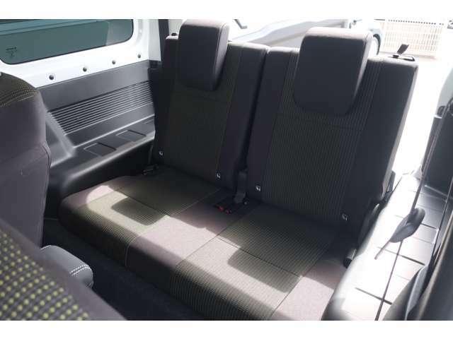 チャイルドシートも楽々に設置が可能な広さです♪