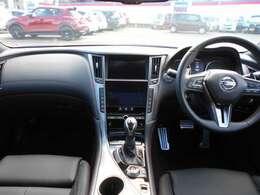 精悍なブラックを基調としたプレミアムな車内インテリアです。