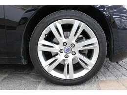 タイヤサイズは235/40R18となっており、ローテーションも可能です。