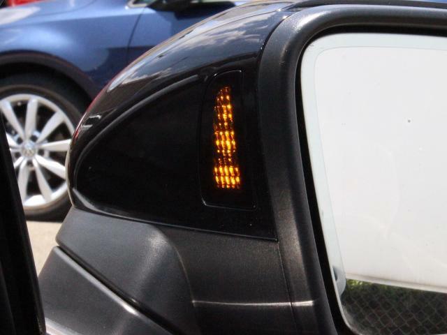 アシストシステムは、前方衝突および後退時の緊急ブレーキはもちろん、車線はみ出し防止、サイドミラーに映らない後方死角の車両接近時の警告など、接触事故を未然に防ぐ機能も充実しています。