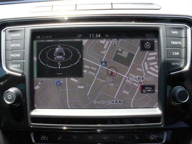 スマートフォン用のアプリ「App Connect」対応で[Apple CarPlay][Android Auto]などが利用できる純正ナビ Discover Pro を装備、CD、ラジオ、TVのほかS