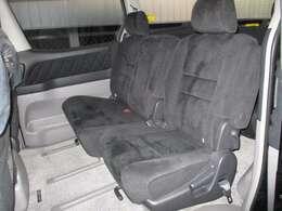 シート地は厚手のスエード調の生地を使用、柔らかい座り心地でVIP気分を味わえます。さらに2列目はロングホイールベースの中間に位置しているため、揺れが少なく特に快適にドライブを楽しめます。★☆★
