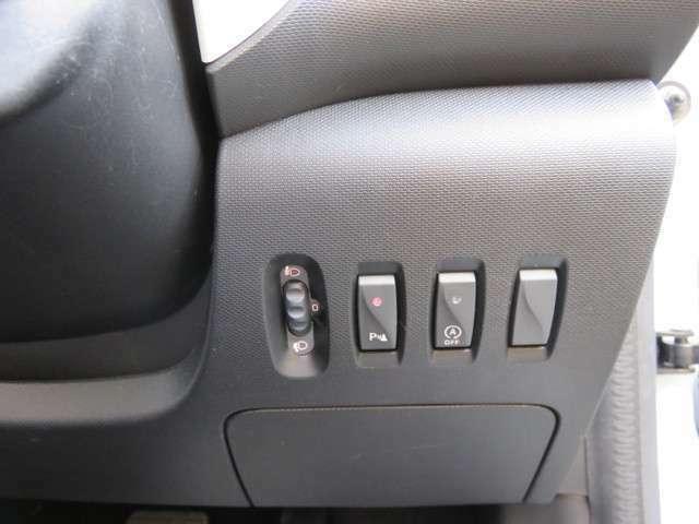 レザー巻きハンドルにはスレや使用感もございません。納車時には抗菌クリーニング致します。アダプティブクルーズコントロール装着車輌。