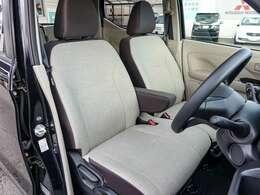 落ち着いたベージュ基調のシート、運転席助手席は、寒い朝の強い味方、シートヒーターを装備!