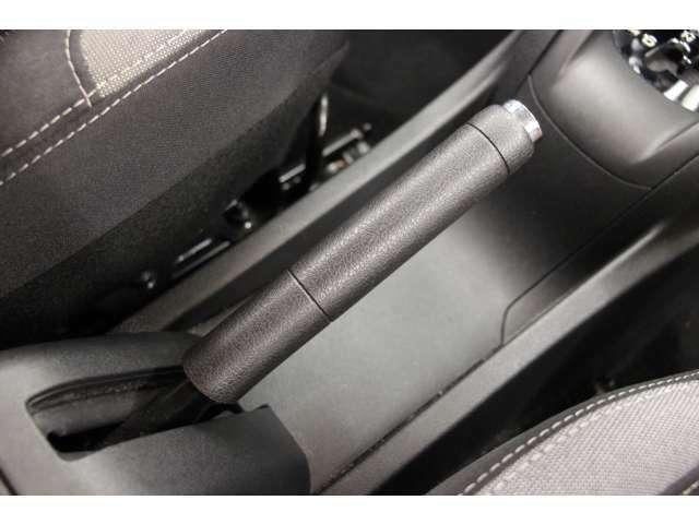 サイドブレーキはハンドレバータイプとなっております。