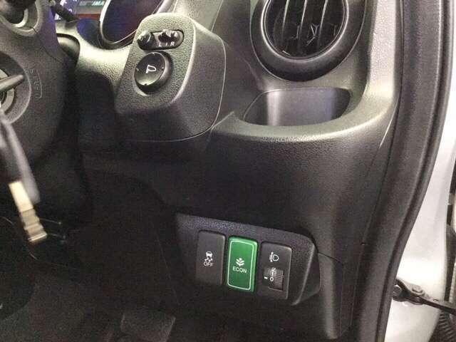 運転席の手元には、ドリンクフォルダーを完備しています★