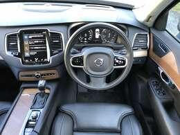 インテリアもブラック&ウッドの人気の配色!!程度は低走行・デモカーなので納得のコンディション!!