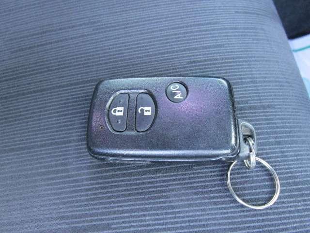 ドアの施錠やエンジンスタートが楽なスマートキー付き!