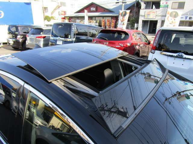ソーラーサンルーフ付き!炎天下の日など車内を冷やしてくれます!