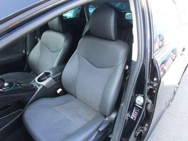 運転席同様に助手席シートも使用感は少なくてキレイです!