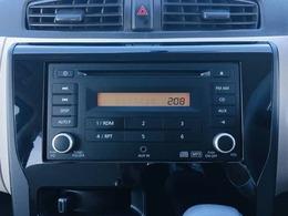 【 純正オーディオ 】AUX入力にも対応しておりますので、お持ちの携帯電話や音楽プレイヤーと接続して音楽を楽しんで頂くことが可能です♪
