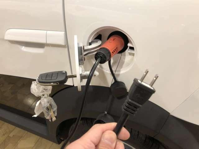 家庭用100Vのコンセントで充電できます♪8時間ほどでフル充電出来ます♪