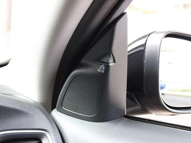 ドアミラー内側にはBLISブラインドスポットインフォメーションシステムが装備されております。