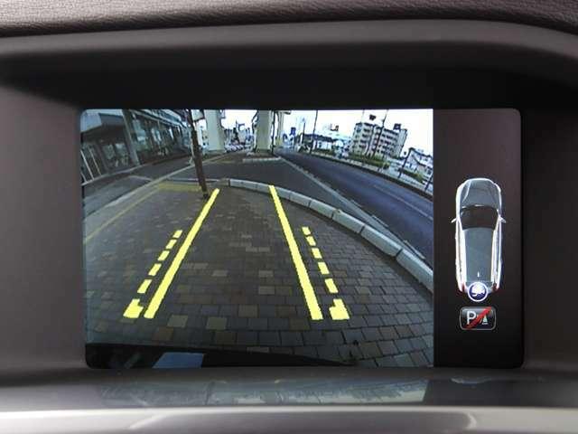 ナビモニターでバックカメラを確認頂けます。ガイドライン付きで駐車位置を確認し易く、駐車が苦手な方でも安心な機能です。詳しくはフリーコール0078-6002-080898