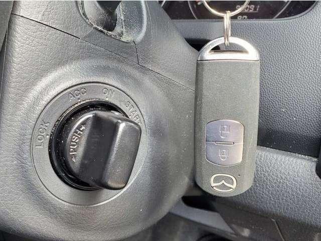 スマートキーですので、キー本体を出さずにキーロック操作やエンジン操作ができます♪