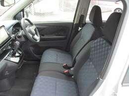 広々感のある前席周辺です。運転席に着座してドライブがしたくなりますね。