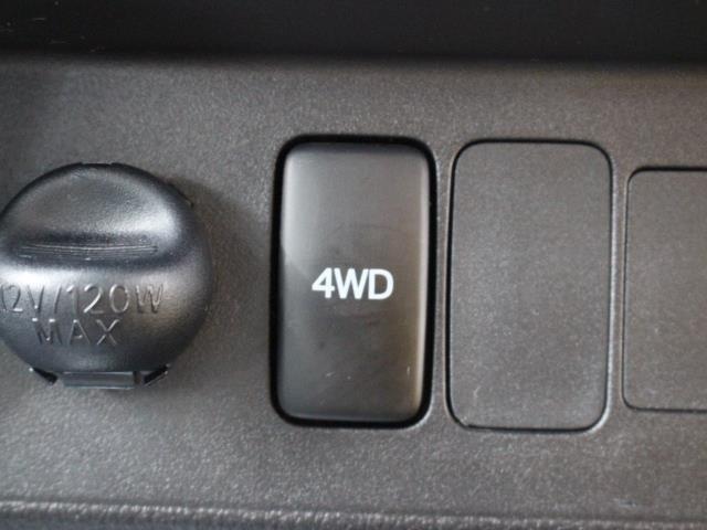 2WDと4WDが切り替え可能なパートタイム4WDとなります。