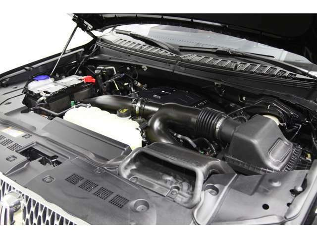 エンジンはV6 3.5L ツインターボにより450馬力、F-150ラプターにも採用されているパドルシフト付10速オートマとなっております。