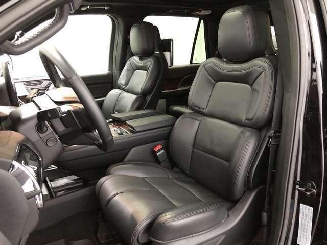 運転席&助手席シートヒーター&クーラーwith 24wayパーフェクトポジション&パワーサイエクステンション&シートメモリー。現在市販されているSUVの中で、間違いなく上級レベルのシートです。