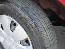 タイヤのゴム溝ありますね。