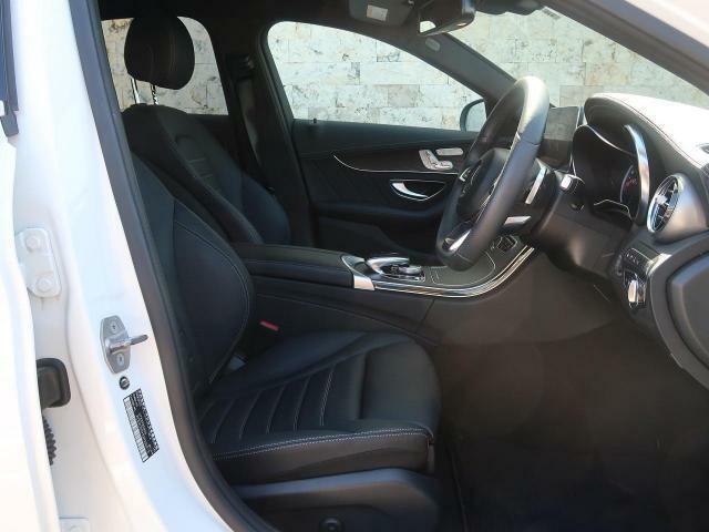 ●ブラックレザーシート●シートヒーター(前席)●パワーシート(運転席/メモリ機能付)『高級感溢れるシート材質や機能は、ドライバーを魅了し快適なドライビングを演出します!』