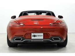 オプションはAMGパフォーマンスエグゾーストシステム・AMGパフォーマンスシートPKG・AMGカーボンインテリアトリムPKG・AMGカーボンファイバーエンジンカバー