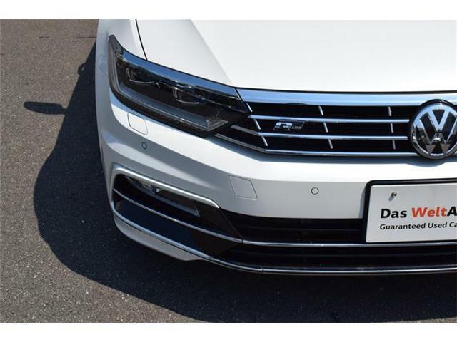 LEDヘッドライト。ステアリングの動きに連動して照射するダイナミックコーナリングライト、対向車への眩惑を軽減するダイナミックライトアシスト搭載。