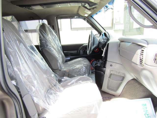 運転席はパワーシートです
