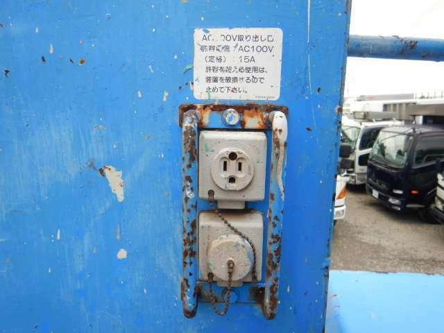 ◇左電格ミラー/ABS&エアバッグ/フォグランプ/シフトノブ・サイドレバー可倒式/AM&FMラジオ