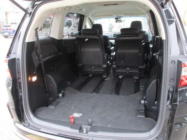 サードシートを収納せれば、沢山荷物入ります