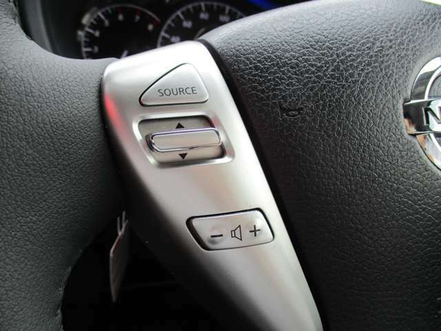 オーディオの操作が手元で出来るステアリングスイッチです。