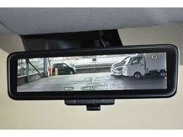 車内の状況や天候に関わらずクリアな後方視界を実現するデジタルルームミラーを装備!すっきりクリアな後方視界が得られます!