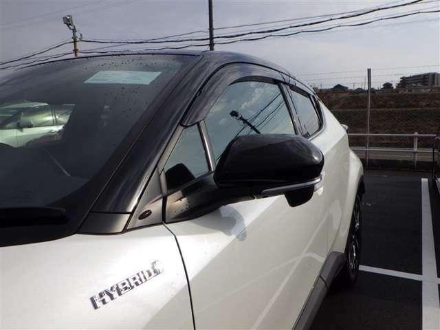 対向車からの視認が良いターンランプ付きドアミラー