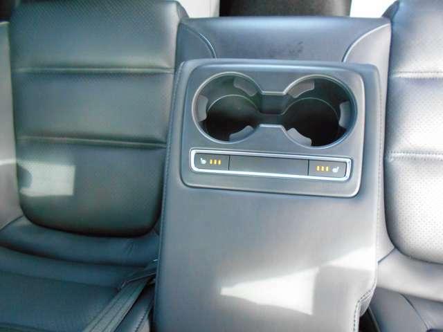 後部座席もシートヒーターが付いていますよ。