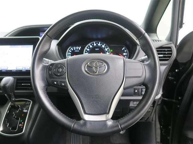 【快適な操作性の運転席】もちろん視認性も良好♪♪