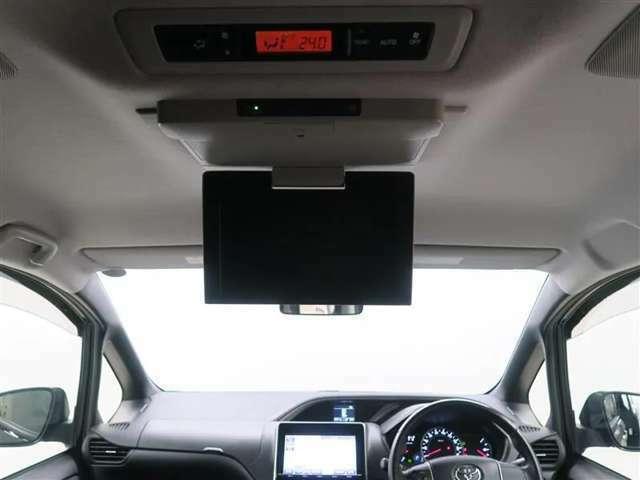 【後席モニター装備】後部座席の人も渋滞で退屈しません。愉しい空間。おすすめのアイテムですよ♪♪