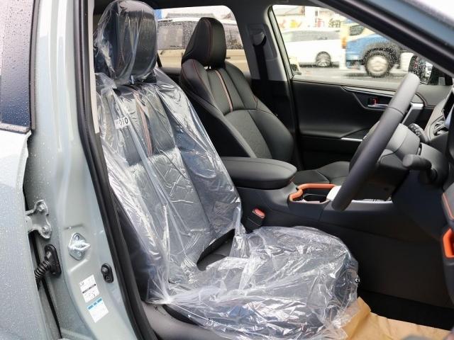 フロントシートは快適なシートヒーター装備しております。