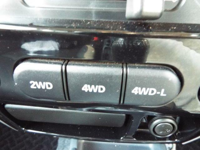 路面状況に合わせて2WDと4WDの切り替えができるパートタイム4WDになっています!