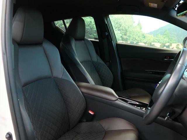 【運転席】運転席は視点が高く、コンパクトタイプのSUVなので運転がしやすいです