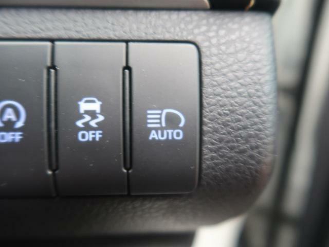 ★【ハイビームアシスト】走行中に自動でハイビーム・ロービームに切り替えてくれる機能です。夜間や電灯の少ない道路等、人気の装備のひとつです。