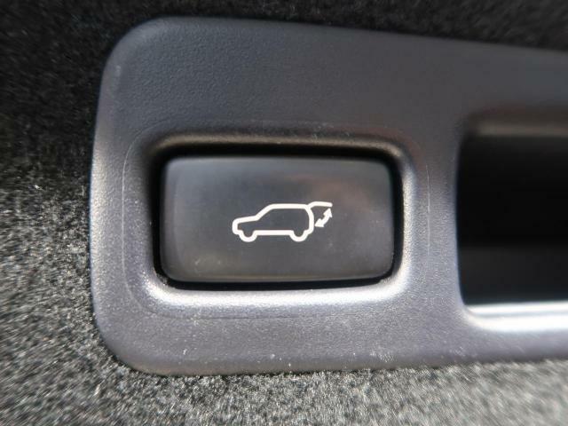 ★【パワーバックドア】スマートキーや運転席のボタンを押すだけでリアゲートが自動でオープンいたします!